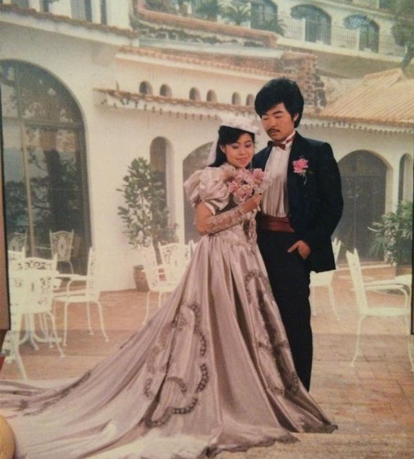 第一次县份上的人去省城穿婚纱,拍了欧洲背景的华丽婚纱照,简直就是图片